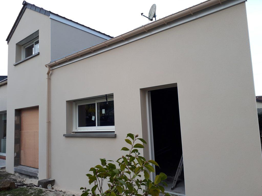 Vue extérieure chantier sur une extension de maison